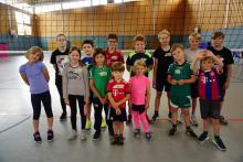 Die Kinder der Ferienaktion bei der Abteilung Volleyball