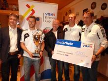 VfL U-23 mit VGH-Fairnesspokal und Gutschein