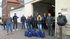 Die VfL-Helfer beim Pressetermin bei der Bückeburger Tafel